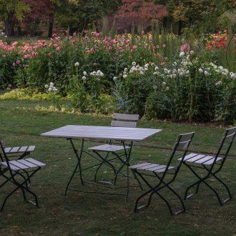 Na co zwrócić uwagę przy zakupie mebli ogrodowych?