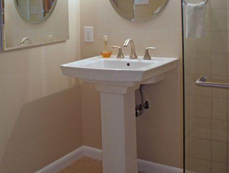 Jak wybrać i gdzie kupić odpowiednie lustro do łazienki?